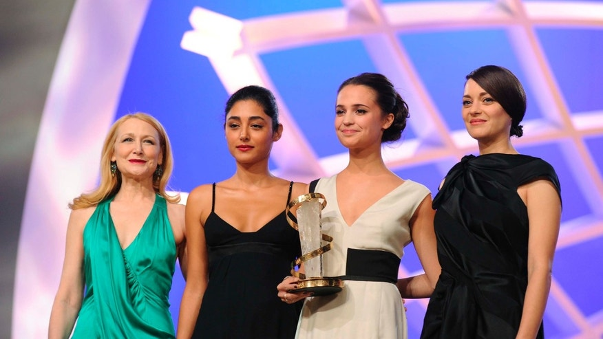 U.S. actress Patricia Clarkson (L), Iranian actress Golshifteh Farahani, and French actress Marion Cotillard (R) pose with Swedish actress Alicia Vikander (2nd R) holding her Prize of Best Feminine Interpretation at the 13th edition of the International Film Festival in Marrakech December 7, 2013. REUTERS/Abderrahmane Mokhtari (MOROCCO - Tags: ENTERTAINMENT) - RTX168TW