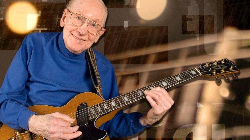 Guitar legend Les Paul smiles at the Iridium Jazz Club Monday, Feb. 26, 2007, in the  Manhattan Borough of New York.