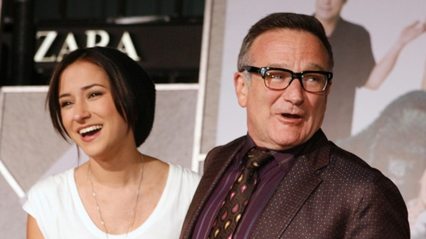 "November 9, 2009. Robin Williams (R) star of the new film ""Old Dogs"" poses with his daughter Zelda Williams as they arrive in Hollywood, California."