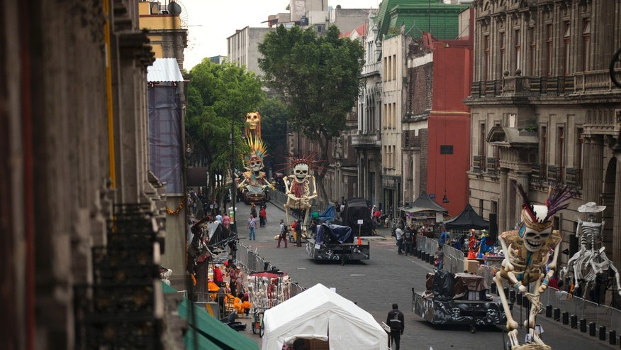 "Crew members work on the James Bond film ""Spectre"" in the historic center of Mexico City, Thursday, March 19, 2015."
