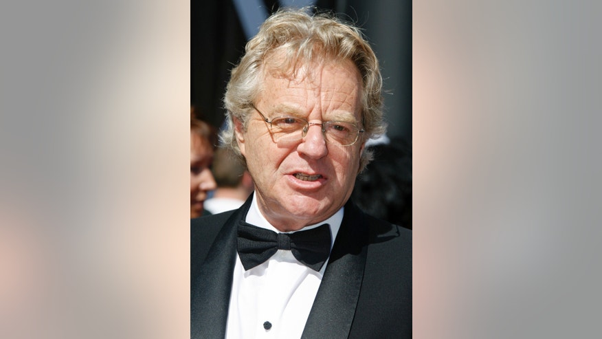 Television personality Jerry Springer arrives at the 34th annual Daytime Emmy Awards in Hollywood, California, June 15, 2007.  REUTERS/Fred Prouser   (UNITED STATES) - RTR1QUDW
