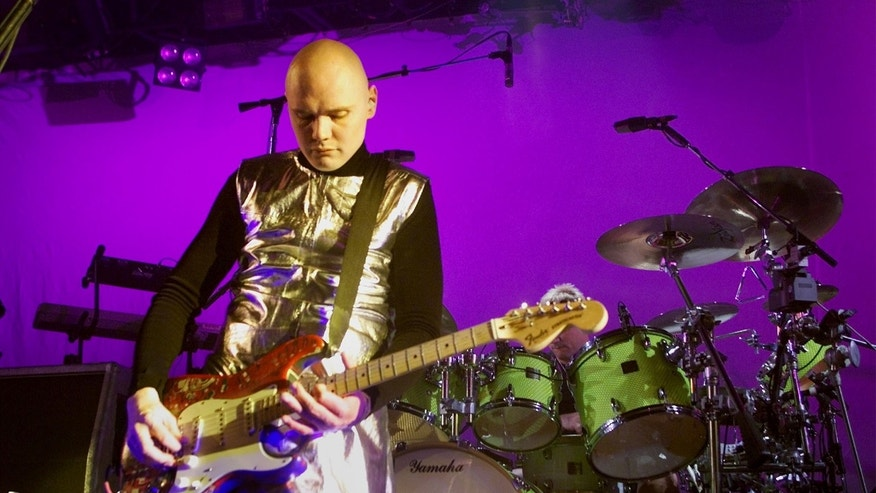 Billy Corgan, lead singer for the Smashing Pumpkins, performs during the bands final show December 2, 2000 at the Metro Theatre in Chicago. The band, which got its start playing at the venue, is splitting up after 13 years and 17 million albums sold. - RTXK61O