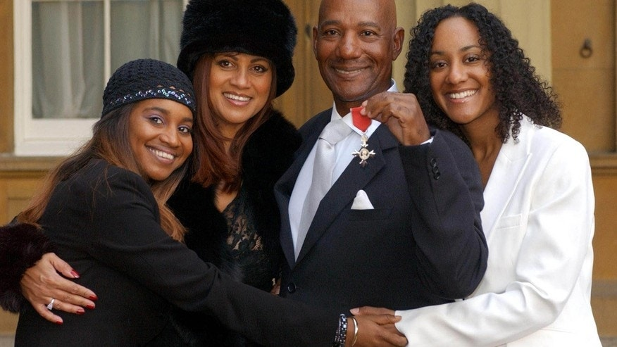 DATE IMPORTED:November 27, 2003Errol Brown (2R), of British band Hot Chocolate, holds his MBE (Member ofthe Order of the British Empire) with his wife Ginette (2L) and hisdaughters Leonie, 24, (L) and Colette, 26, (R) after receiving the award forhis services to pop music, from Britain's Queen Elizabeth II at BuckinghamPalace, London, November 27, 2003.
