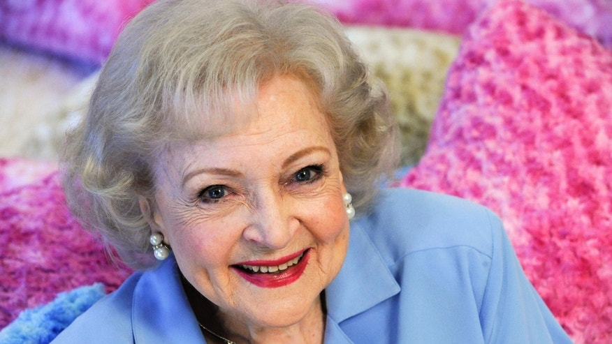 Actress Betty White poses for a photograph in Los Angeles, California May 26, 2010. REUTERS/Gus Ruelas (UNITED STATES - Tags: ENTERTAINMENT PROFILE)