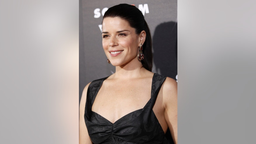 "Cast member Neve Campbell poses at the premiere of ""Scream 4"" at the Grauman's Chinese theatre in Hollywood, California April 11, 2011. The movie opens in the U.S. on April 15.   REUTERS/Mario Anzuoni (UNITED STATES - Tags: ENTERTAINMENT) - RTR2L4H1"