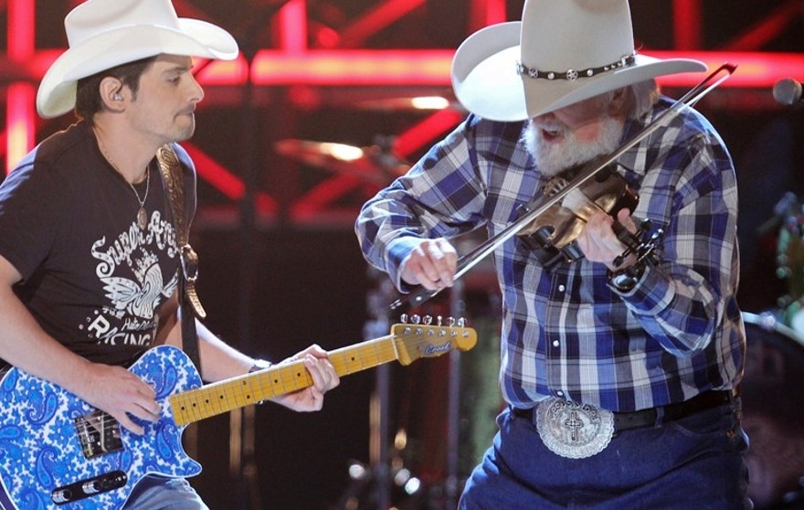 "Brad Paisley (L) and Charlie Daniels perform ""Travelin' Band"" at the 45th annual Academy of Country Music Awards in Las Vegas, Nevada,  April 18, 2010.  REUTERS/Robert Galbraith (UNITED STATES - Tags: ENTERTAINMENT) - RTR2CZRD"