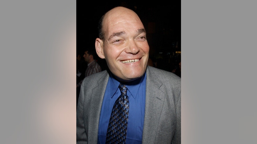 "Irwin Keyes, a cast member in the romantic comedy motion picture ""Intolerable Cruelty,"" poses as he arrives during the premiere of the film at the Academy of Motion Picture Arts & Sciences in Beverly Hills, California September 30, 2003. ""Intolerable Cruelty"" opens in the United States on Friday, October 10."