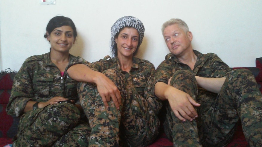 Enright with two female fighters from the YPG, one who was reportedly killed in action last month.