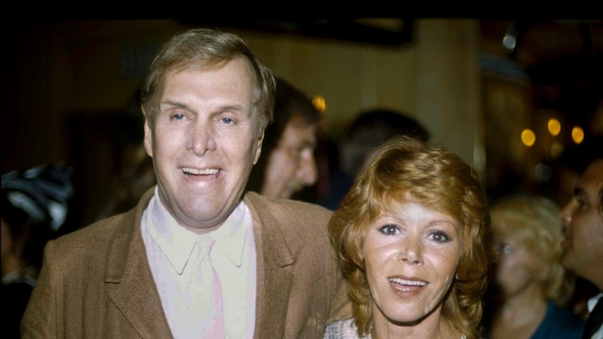 """In this 1983 file photo, actors Judy Carne and Alan Sues, left, of """"Rowan And Martin's Laugh-In"""" are shown during a """"Laugh-In"""" reunion party, in Los Angeles. (AP)"""