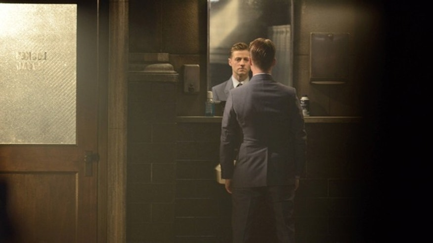 GOTHAM: Gordon (Benjamin McKenzie) in the ÃDamned if you Do,à à Season Two premiere of GOTHAM airing Monday, Sept. 21 (8:00-9:00 PM ET/PT) on FOX. ©2015 Fox Broadcasting Co. Cr: Nicole Rivelli/FOX