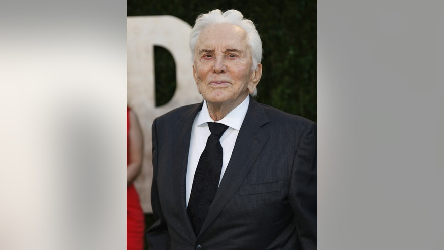 Kirk Douglas at the 2013 Vanity Fair Oscars Party in West Hollywood, California February 24, 2013.  REUTERS/Danny Moloshok  (UNITED STATES TAGS:ENTERTAINMENT) (OSCARS-PARTIES) - RTR3E8Q4