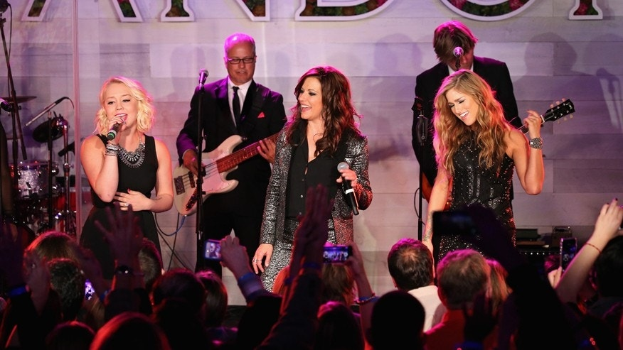 (L-R) Singers RaeLynn, Martina McBride and Cassadee Pope perform on stage during Pandora Presents: Women In Country at The Altman Building  on October 14, 2015 in New York City.