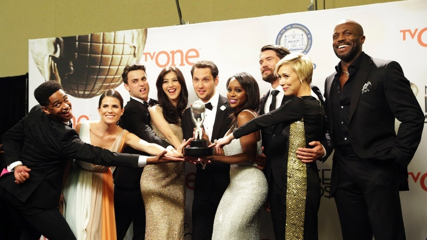 "The cast of the ABC series ""How to Get Away with Murder"" poses backstage with their award for Outstanding Drama Series at the 46th NAACP Image Awards in Pasadena, California February 6, 2015.  REUTERS/Jonathan Alcorn  (UNITED STATES - Tags: ENTERTAINMENT) (IMAGEAWARDS-BACKSTAGE) - RTR4OKN4"