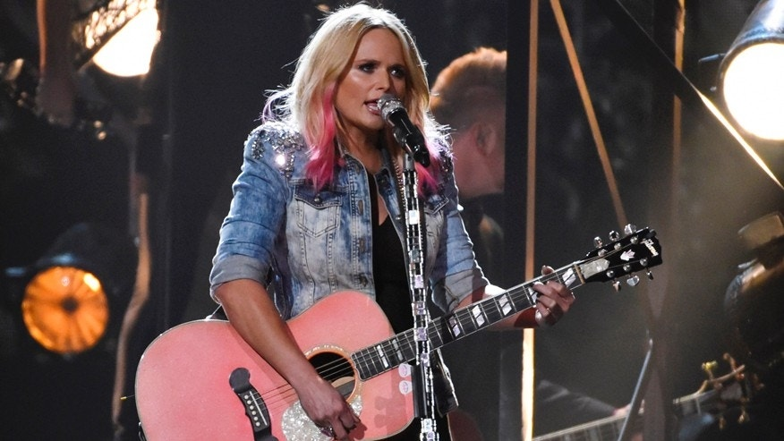 "Miranda Lambert performs ""Bathroom Sink"" at the 49th Annual Country Music Association Awards in Nashville, Tennessee November 4, 2015.  REUTERS/Harrison McClary - RTX1UTII"