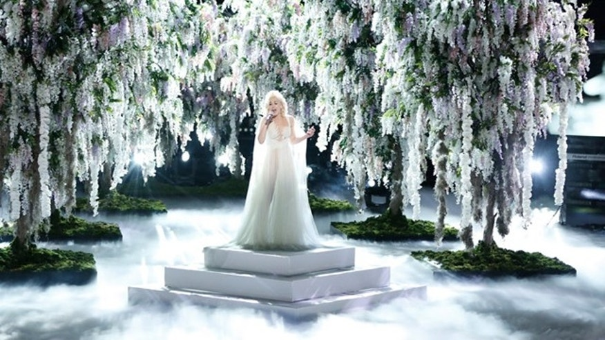 The voice recap gwen stefani steals the show with emotional