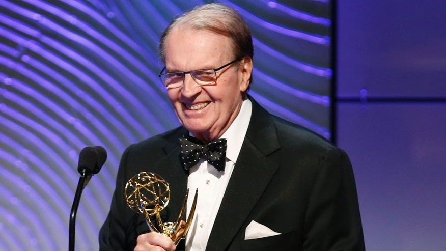 "Executive producer Rand Morrison (L) and anchor Charles Osgood of ""CBS Sunday Morning"" accept the outstanding morning program award during the 40th annual Daytime Emmy Awards in Beverly Hills, California June 16, 2013. REUTERS/Danny Moloshok (UNITED STATES - Tags: ENTERTAINMENT) - RTX10QIY"
