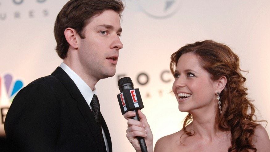 Actor John Krasinski is interviewed by actress Jenna Fischer (R) at the NBC, Universal Pictures and Focus Features 64th annual Golden Globes after party at the Beverly Hilton Hotel in Beverly Hills, California on January 15, 2007.