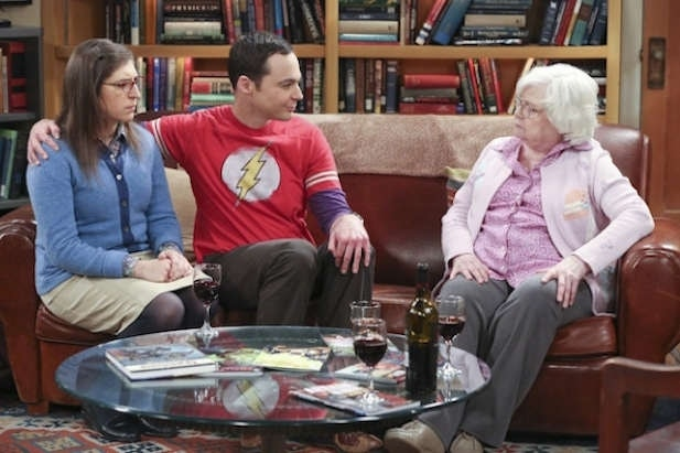 'The Big Bang Theory' recap: Amy, Meemaw fight over moon pie