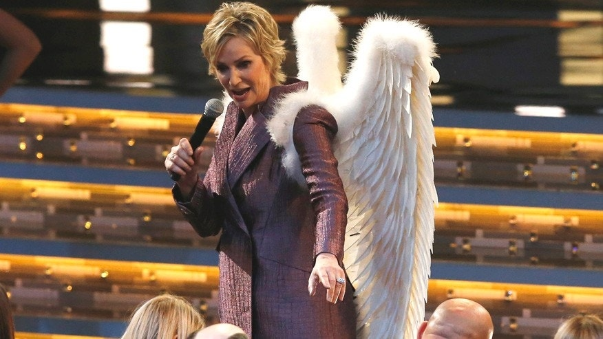 Host Jane Lynch performs while wearing angel wings at the People's Choice Awards 2016 in Los Angeles, California January 6, 2016.  REUTERS/Mario Anzuoni - RTX21CG8
