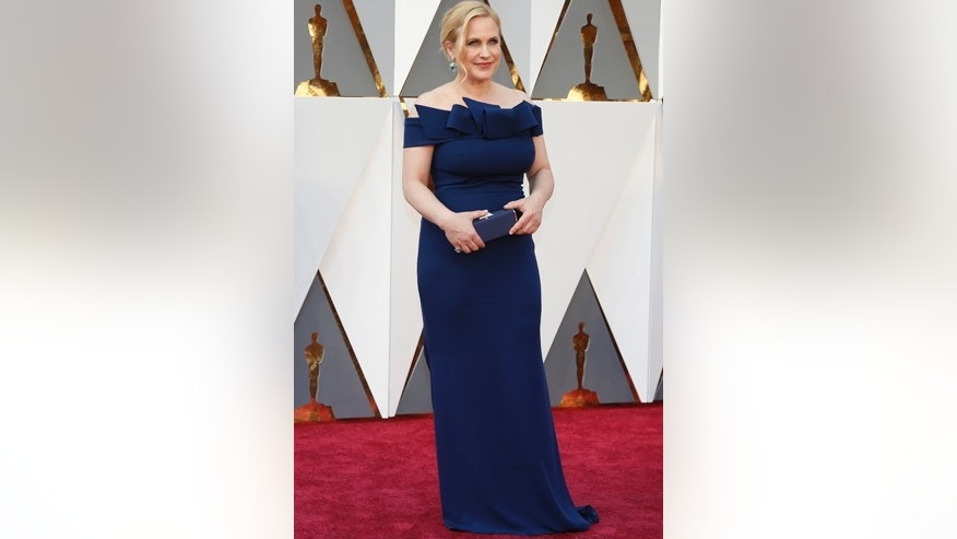 Presenter Patricia Arquette arrives at the 88th Academy Awards in Hollywood, California February 28, 2016.  REUTERS/Lucy Nicholson - RTS8F9L