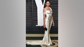 Liberty Ross arrives at the Vanity Fair Oscar Party on Sunday, Feb. 28, 2016, in Beverly Hills, Calif.