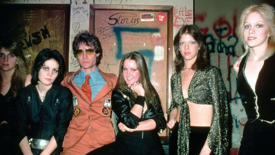 Ford (center) pictured with Sandy West, Joan Jett, Runaways magager Kim Fowley, Cherie Currie and Jackie Fox (Photo credit: Henry Diltz/Corbis)