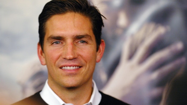 """Actor Jim Caviezel attends the premiere of """"The New World"""" at the Academy of Motion Picture Arts and Sciences in Beverly Hills, California December 15, 2005. REUTERS/Phil McCarten - RTR1B56Q"""