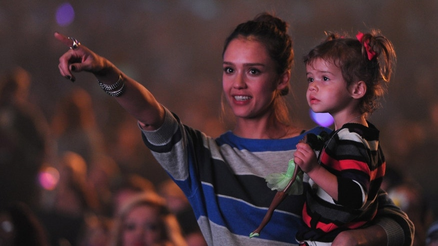 LOS ANGELES, CA - NOVEMBER 27:  Actress Jessica Alba and daughter Honor Warren attend Yo Gabba Gabba! Live! There's A Party In My City at Nokia L.A. Live on November 27, 2010 in Los Angeles, California.  (Photo by Alberto E. Rodriguez/Getty Images)