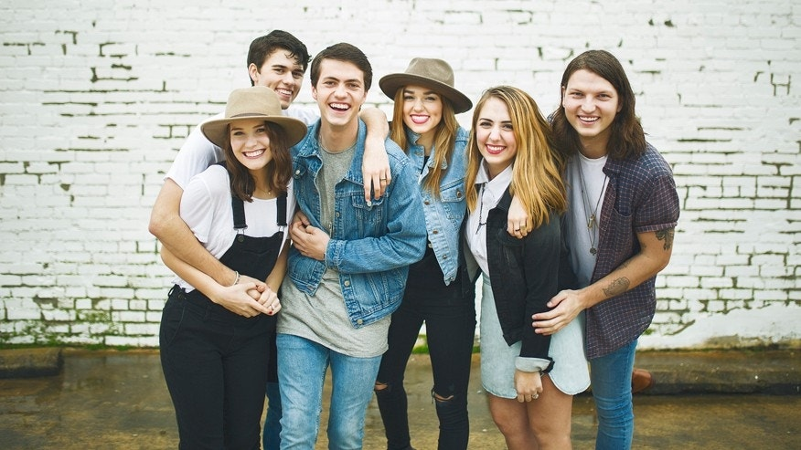 L-R: John Luke and Mary Kate Robertson, Cole Robertson, Sadie Robertson, Brighton Thompson and Reed Robertson