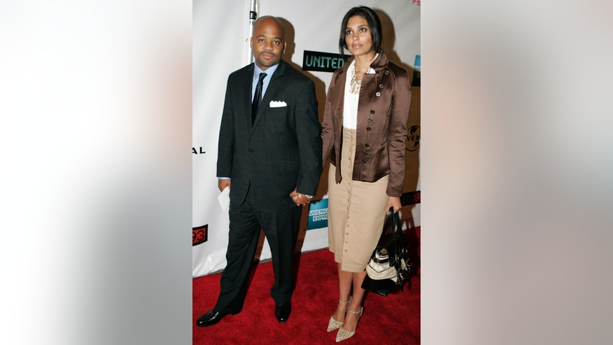 Music producer Damon Dash and his wife Rachel Roy (R) arrive for the Tribeca Film Festival's opening night screening of the 9/11 film 'United 93' in New York April 25, 2006. REUTERS/Keith Bedford - RTR1CT1V