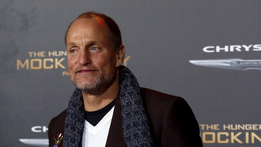 "Cast member Woody Harrelson poses at the premiere of ""The Hunger Games: Mockingjay - Part 2"" in Los Angeles, California November 16, 2015. The movie opens in the U.S. on November 20.  REUTERS/Mario Anzuoni - RTS7H8K"