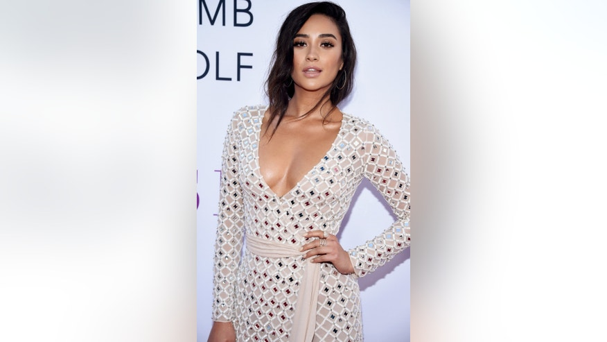 "Cast member Shay Mitchell attends the premiere of ""Mother's Day"" in Los Angeles April 13, 2016. REUTERS/Phil McCarten - RTX29VHR"
