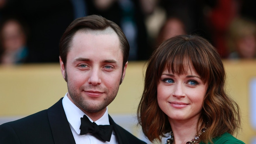 "Actors Vincent Kartheiser and Alexis Bledel of the TV drama ""Mad Men"" arrive at the 19th annual Screen Actors Guild Awards in Los Angeles, California January 27, 2013.  REUTERS/Adrees Latif (UNITED STATES  - Tags: ENTERTAINMENT)  (SAGAWARDS-ARRIVALS) - RTR3D2AD"