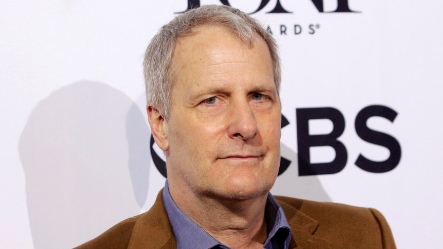 Actor Jeff Daniels arrives for the 2016 Tony Awards Meet The Nominees Press Reception in Manhattan, New York, U.S., May 4, 2016.  REUTERS/Andrew Kelly  - RTX2CUK3