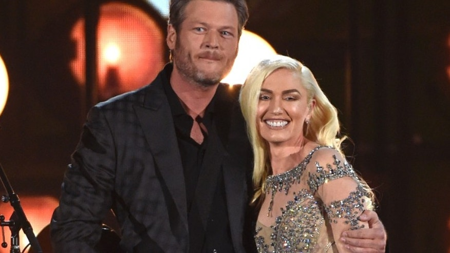 "Blake Shelton, left, and Gwen Stefani perform ""Go Ahead and Break My Heart"" at the Billboard Music Awards at the T-Mobile Arena on Sunday, May 22, 2016, in Las Vegas. (Photo by Chris Pizzello/Invision/AP)"