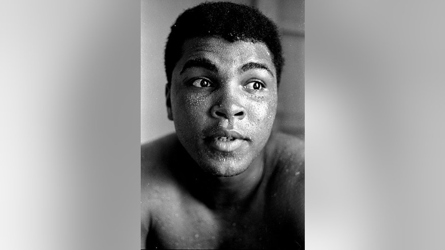 Muhammad Ali is remembered by celebrities and athletes on Twitter.