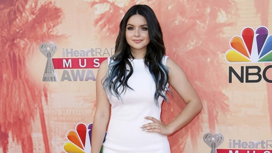Ariel Winter approves of very curvy photoshopped bikini snap