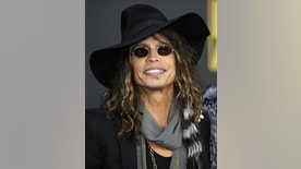 Singer Steven Tyler of Aerosmith arrives at the 2008 American Music Awards in Los Angeles in this November 23, 2008 file photo. Steven, we love you. But you need to get sober, and we need to find a new singer. That appears to be the consensus among Aerosmith frontman Tyler's bandmates, who are dropping loud hints that he is back on drugs.  REUTERS/Phil McCarten/Files (UNITED STATES ENTERTAINMENT)
