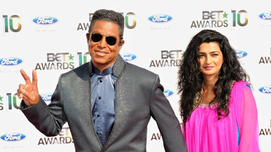 Singer Jermaine Jackson and wife Halima arrive at the 2010 BET Awards in Los Angeles June 27, 2010. REUTERS/Gus Ruelas (UNITED STATES - Tags: ENTERTAINMENT) - RTR2FU9E