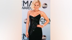 Singer Kellie Pickler arrives at the 47th Country Music Association Awards in Nashville, Tennessee November 6, 2013.     REUTERS/Eric Henderson (UNITED STATES  - Tags: ENTERTAINMENT)   - RTX15333
