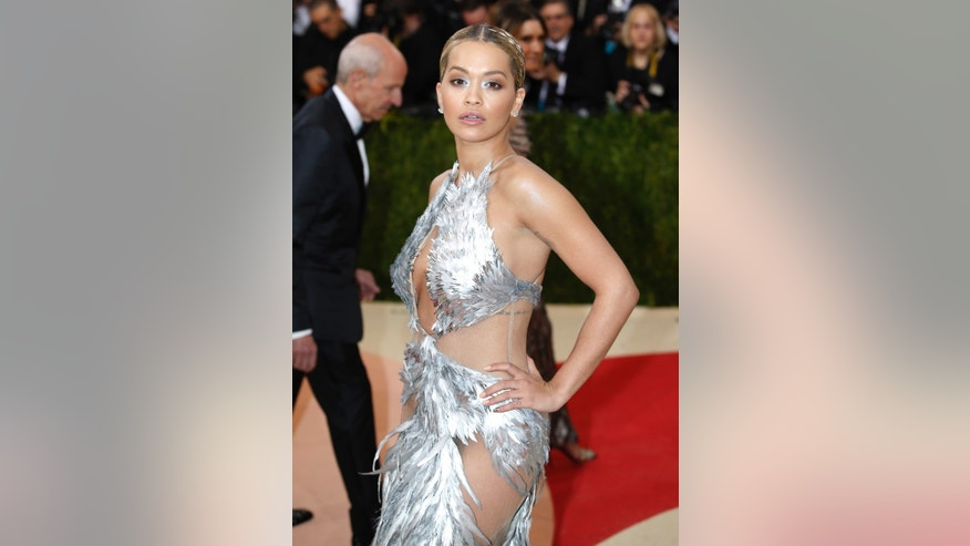 "Singer Rita Ora arrives at the Metropolitan Museum of Art Costume Institute Gala (Met Gala) to celebrate the opening of ""Manus x Machina: Fashion in an Age of Technology"" in the Manhattan borough of New York, May 2, 2016. REUTERS/Eduardo Munoz - RTX2CIE7"