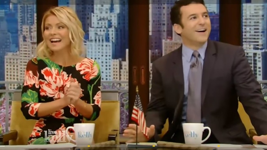 ET ONLY kelly ripa fred savage