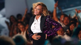 """Beyonce, who announced her pregnancy earlier in the day, rubs her stomach after performing """"Love On Top"""" at the 2011 MTV Video Music Awards in Los Angeles, August 28, 2011. REUTERS/Mario Anzuoni (UNITED STATES - Tags: ENTERTAINMENT) (MTV-SHOW) - RTR2QH2M"""