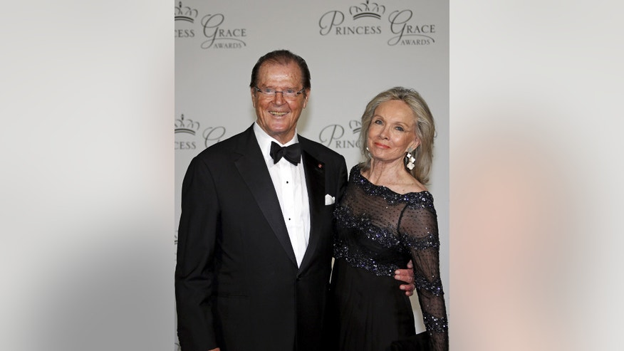 Actor Sir Roger Moore and his wife Kristina Tholstrup arrive at the 2015 Princess Grace Awards gala in Monaco September 5, 2015. The Princess Grace Foundation-USA is a non-profit foundation dedicated to help emerging talent in theater, dance, and film by awarding grants.    REUTERS/Eric Gaillard - RTX1R9YD