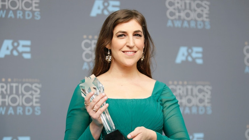 "Actress Mayim Bialik poses backstage with the award for Best Supporting Actress in a Comedy Series for ""The Big Bang Theory"" at the 21st Annual Critics' Choice Awards in Santa Monica, California January 17, 2016.  REUTERS/Danny Moloshok - RTX22TDO"