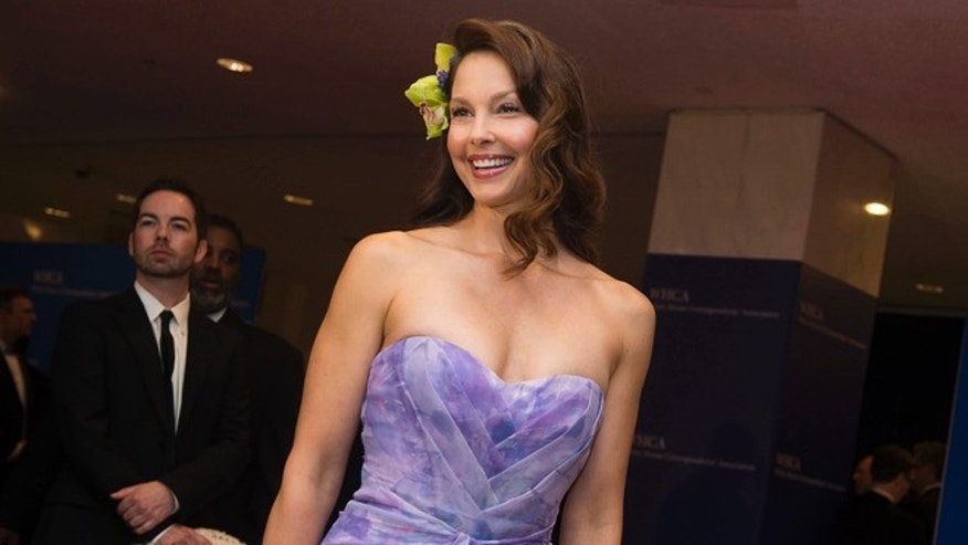 FILE - In this April 25, 2015 file photo, Ashley Judd attends the 2015 White House Correspondents' Association Dinner at the Washington Hilton Hotel in Washington. Judd is big on Kentucky sporting events. She cheered on the Kentucky Wildcats during March Madness, and now she'll voice the opening of NBC's Kentucky Derby on Saturday, May 2. (Photo by Charles Sykes/Invision/AP, File)