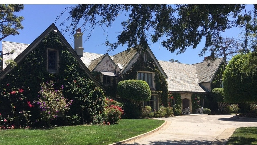The Playboy Mansion sister house, home of Daren Metropoulos since 2009. He purchased the Playboy Mansion in August of 2016 and intends to eventually reconnect the two estates on the 7.3 acre compound. (PRNewsFoto/Metropoulos & Co.)