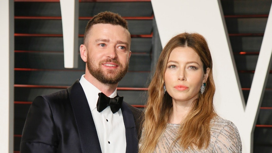 Justin Timberlake and Jessica Biel arrive at the Vanity Fair Oscar Party in Beverly Hills, California February 28, 2016.