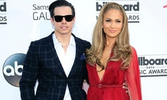 Casper Smart and musician Jennifer Lopez arrive at the 2014 Billboard Music Awards in Las Vegas, Nevada May 18, 2014.  REUTERS/L.E. Baskow  (UNITED STATES-Tags: ENTERTAINMENT)(BILLBOARDAWARDS-ARRIVALS) - RTR3PQPQ
