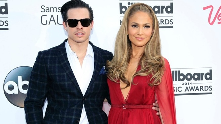 Casper Smart and musician Jennifer Lopez arrive at the 2014 Billboard Music Awards in Las Vegas, Nevada May 18, 2014.